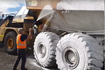 Touchless Dump Truck Clean